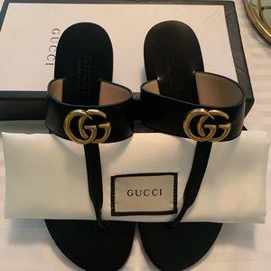 Shoes - Gg T strap black leather sandals Sz 39